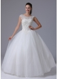 2013 A-line Scoop Wedding Dress With Appliques Decorate Bust Tull